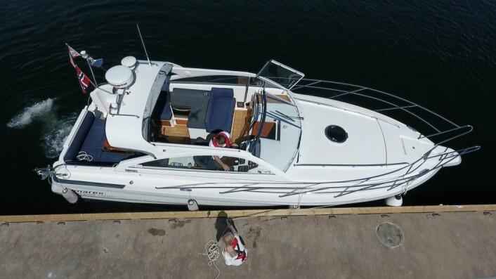 SPRING: Med et spring er det mulig å holde båten inntil brygga ved hjelp av ror og motor.