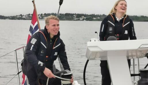 Seilkurs med topp utstyrt båt