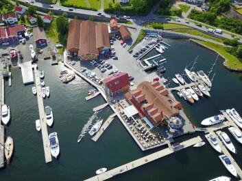 KOMPLETT: Vollen Marina er en marina med alle fasiliteter. På området finnes båtplasser, gjestehavn, båtleverandører, båt- og motorservice, bensinstasjon og kiosk med maritime klær og båtrekvisita og ...