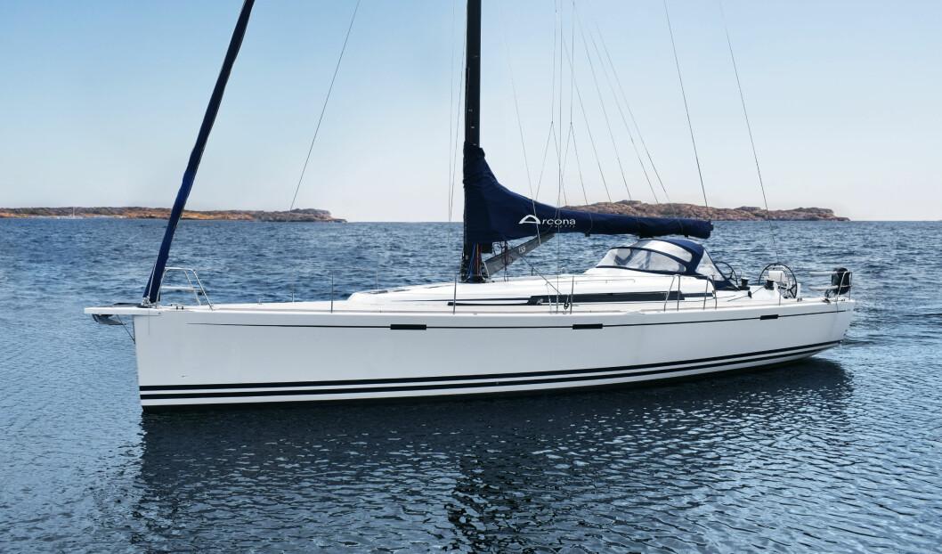STYLING: Arcona 465 har arvet stylingen fra 435 med større vinduer.