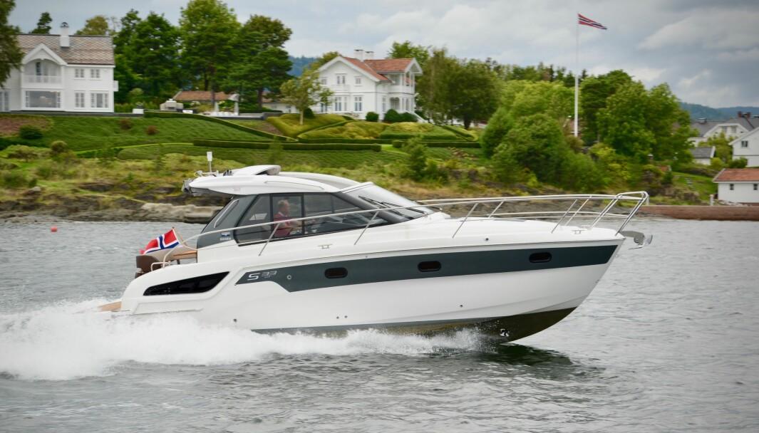 BÅT TIL SESONGEN: Bavaria S33 er en av båtene du kan se i utstilling hos Bavaria Båt Norge i Leangbukta.