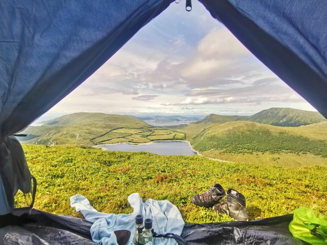 TA BEINA FATT: Velger du fjellet kan du våkne opp til denne utsikten. Foto: Gunn-Lise Voldsund.