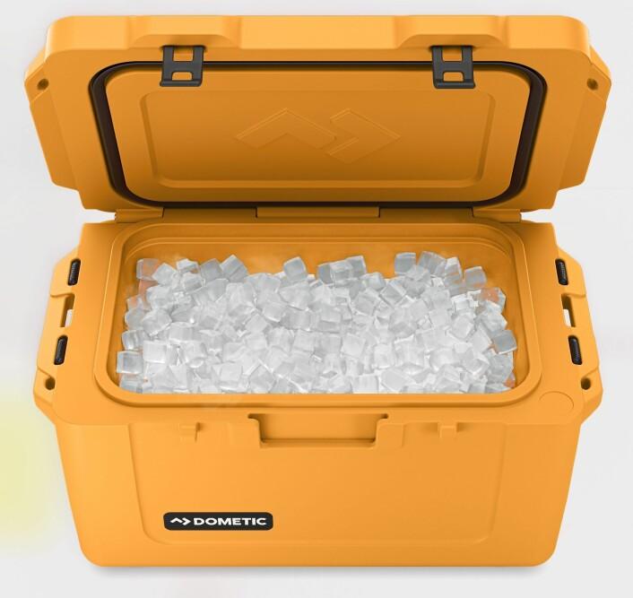HOLDER KALDT: Med is holder de nye kjøleboksene fra Dometic maten kald i dagevis.